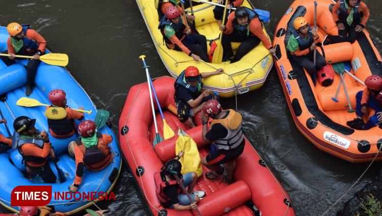 Anggota Baru UKM RPA Unisma Malang Mendapat Pelatihan Dasar Rafting