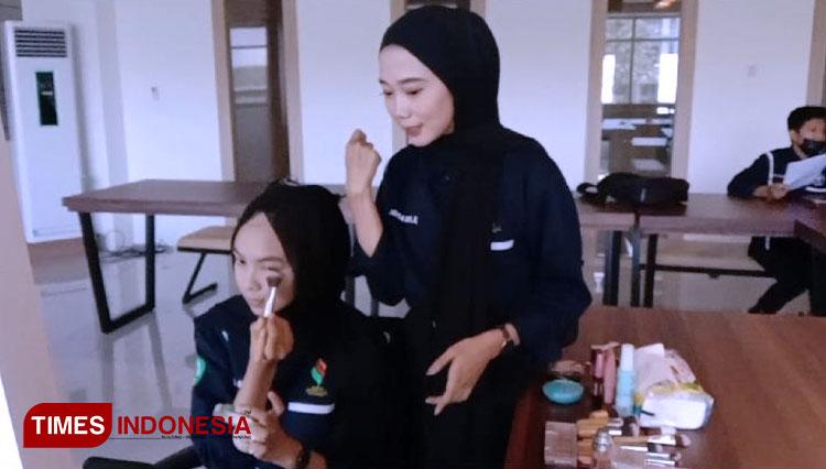 Pembawaan Diri dan Grooming Class Semifinalis Duta Kampus Unisma Malang